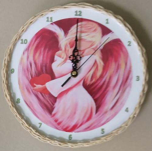 Døevìné hodiny - andìl opletené pedigem