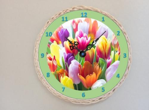 Døevìné hodiny tulipány